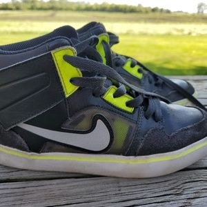 Boys Nike Shoes Size 4Y High top, Black Neon